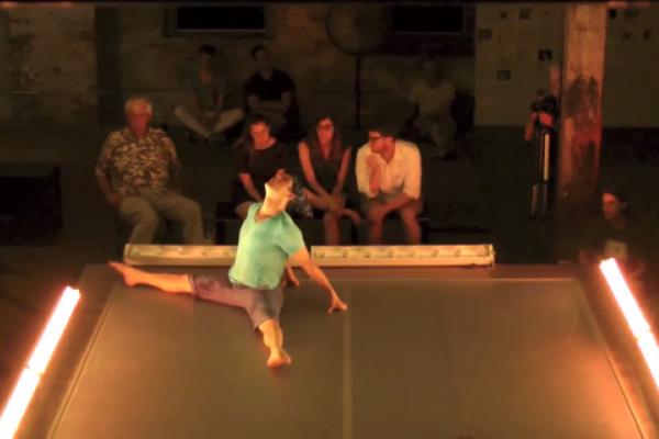 Invisible Dog (Thu) Dance 10